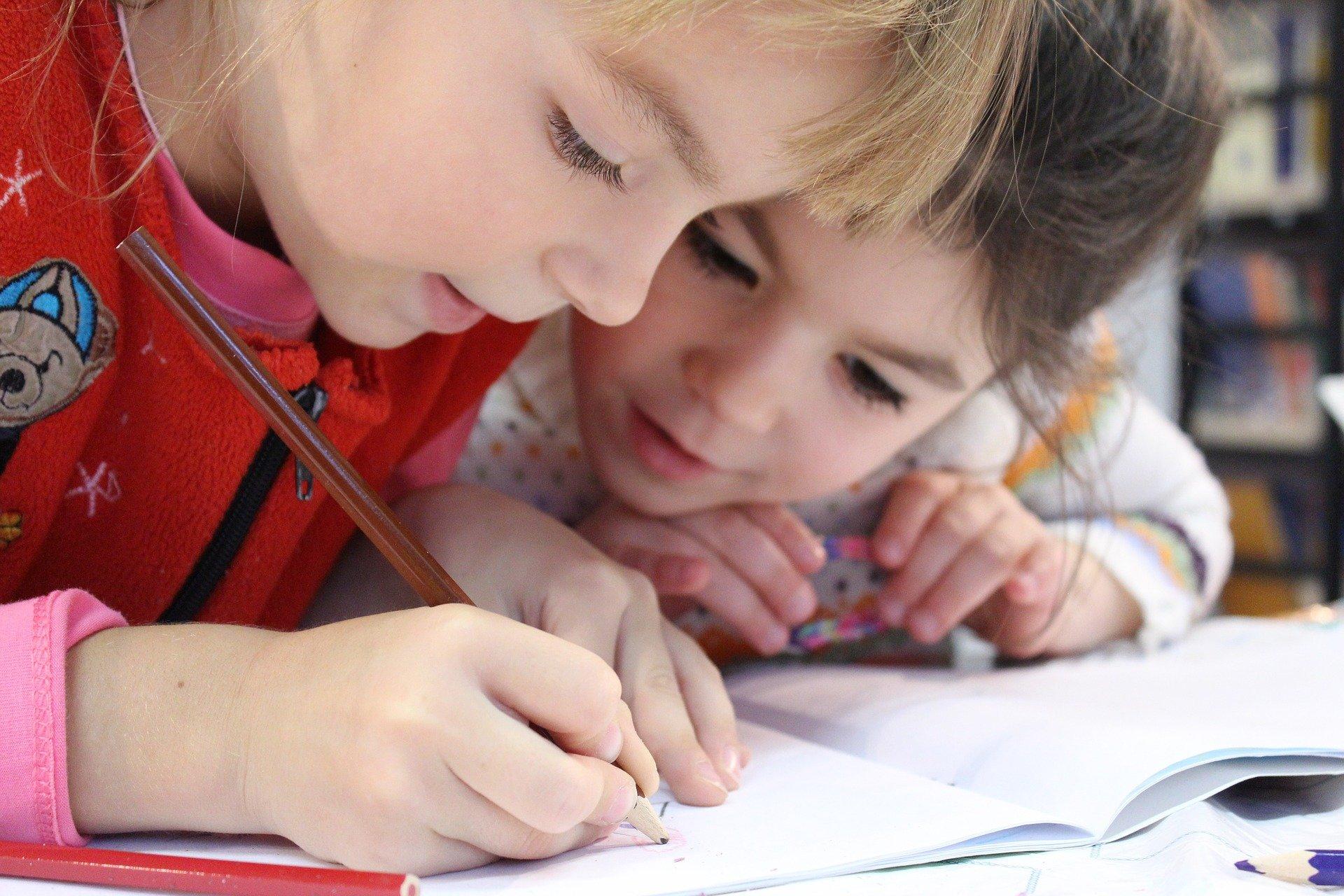 Минстрою передали полномочия по обеспечению жильем детей-сирот - фото 1